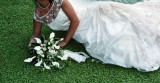 Bouquet di mini calle e nastri di tessuto