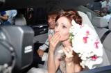 In macchina verso il resort, Federica è visibilmente emozionata dopo aver detto 'sì'