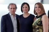 La stilista Rosanna Perrone e il marito con l'inviata Lucia