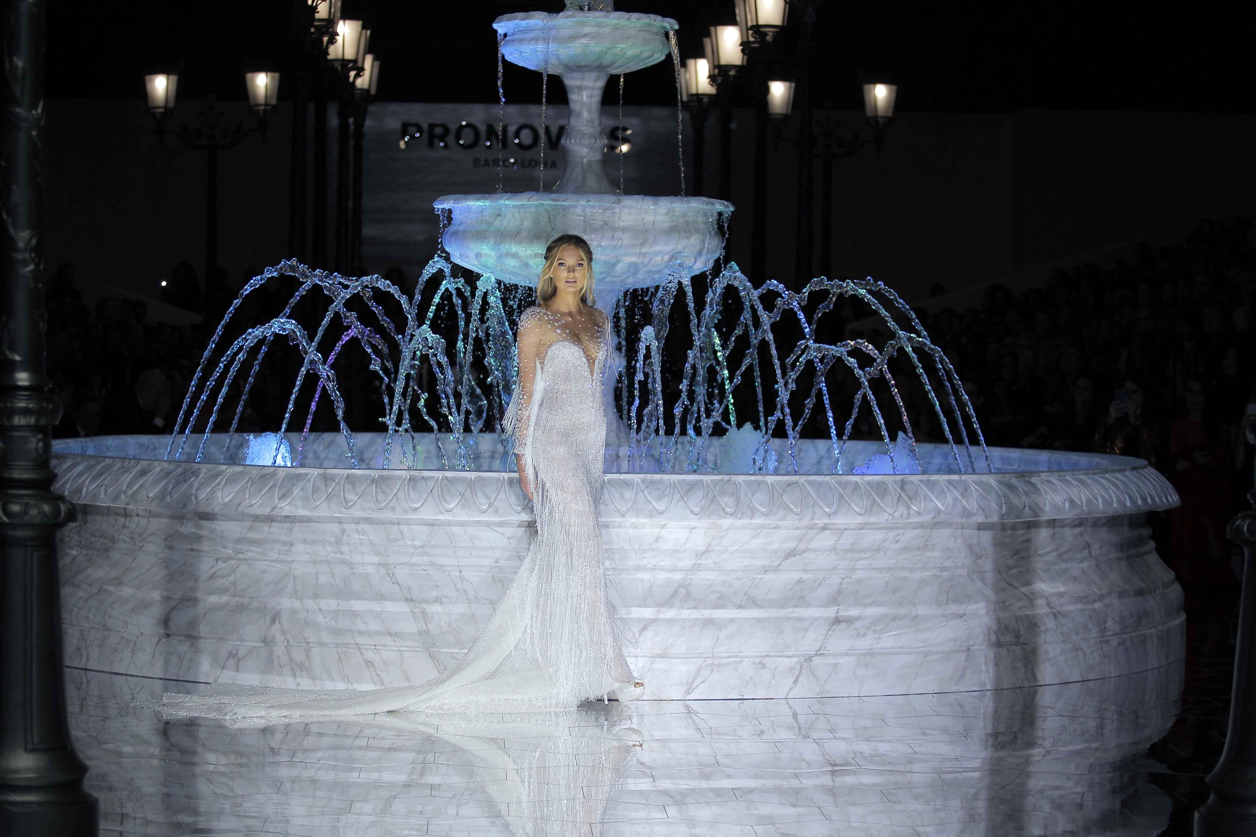 02eb56e67d Le passerelle di Spagna fanno brillare le spose nel mondo